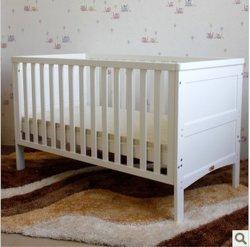 Le confort en bois solides de gros fournisseur d'usine moderne de pépinière Home Chambre à coucher bébé Enfants Enfants de maternelle infantile mobilier bébé avec rails et bassinet