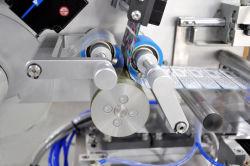 Bouteille ronde Semi-Auto Labeler pour les produits cosmétiques, de soins personnels, de fournitures médicales, Industries des aliments et boissons