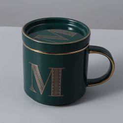 뚜껑을%s 가진 인쇄된 커피잔의 세트