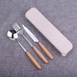 木のハンドルテーブルウェア食事用器具類が付いている中国の工場高品質のステンレス鋼の平皿類のナイフのフォークのスプーンそして箸