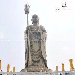 Partecipazione della statua di rame enorme del Buddha