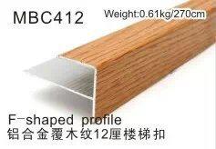 De forma F 12mm y 15mm en la nariz de la escalera de madera pintados en madera y PVC