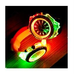 2015 новой моды в Женеве Силиконовая Diamond Wristwatch яркие огни световой индикатор кварцевые часы № V566