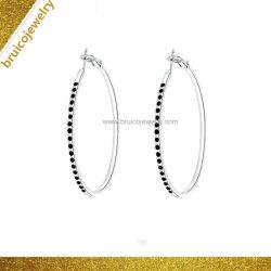 方法18K金のカラーによってめっきされるダイヤモンドの宝石類のHuggieのたがのイヤリングの宝石類