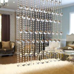 La decoración artesanal de cortina de rebordeado de cristal