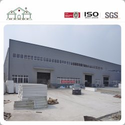 A estrutura de aço do mastro pronto de fábrica pré-fabricadas no Prédio de Depósito de oficina
