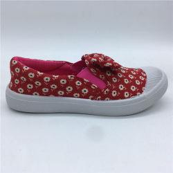 低価格のBowknotの子供の偶然靴の注入のズック靴(HH193-1)