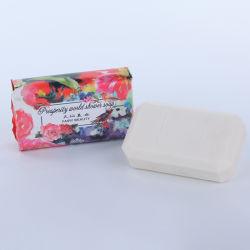 浴用石鹸を白くするローズの自然な花