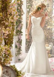 細い肩ひもの花嫁衣装のレースの軽くて柔らかいBoho浜のウェディングドレスの低い背部