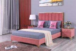 布によって装飾されるベッドの寝室の家具のベッド