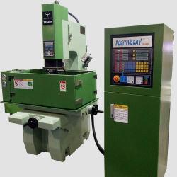 グラファイトの中国でか広く利用されたシンカーEDMの工作機械沈むCNCを機械で造る銅の電極の電気排出