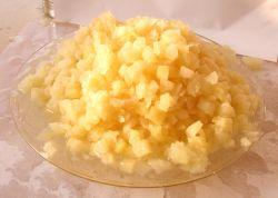 Фрукты консервированных ананасов в обжатой