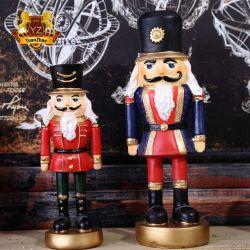 El suministro directo de fábrica China Tamaño personalizado de fibra de vidrio resina Cascanueces soldados para decoración de Navidad