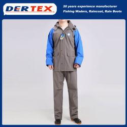I cappotti di pioggia di modo impermeabilizzano i rivestimenti della pioggia con il cappuccio