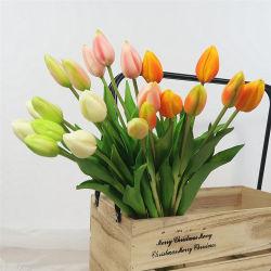 결혼식 훈장을%s 꽃다발이 인공적인 연약한 플라스틱 튤립에 의하여 꽃이 핀다