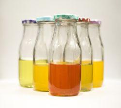 350mlは石大工ジュースのびん、コーヒー満ちる瓶ガラス、パックのための明確なガラスミルクびんを空ける。 わら、熱い販売のふた