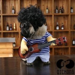ばねの夏のスポーツの子犬の衣服の人々は小さいペット猫犬を模倣する