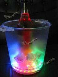 LEDによって照らされるワインのアイスペールを変更するカラー