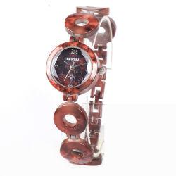 Granit rouge fraîche et naturelle, rendent la peau Cool Mesdames montre à quartz
