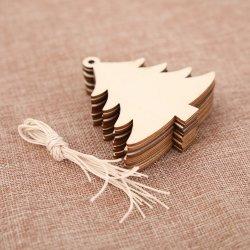 Une nouvelle décoration de Noël pour l'arbre de Noël, faite de bois