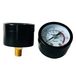 На расстоянии 40-50 мм металлический корпус воздушного компрессора воздушный манометр для измерения давления