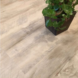 5mm滑り止めクリックロックの木製の石の積層物Spcのビニールの床タイル