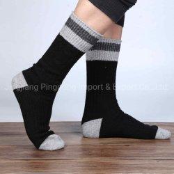 Trifft thermische Socken-Arbeit der Großhandelsmänner Wolle-Socken hart
