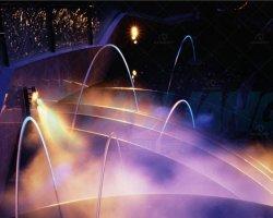 プール水噴水のノズルの薄層のジェット機流れ