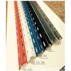 Les trous perforés de l'égalité et inégalité de l'acier galvanisé recouvert de poudre d'angle fendu des barres en acier