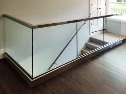 Het Traliewerk van het Flintglas van de Balustrade van het Kanaal van U van het Aluminium van Framless voor de Balustrade van het Glas van het Balkon van het Project van het Hotel met de Beste OEM van China van de Kwaliteit Goede Prijs van de Fabriek