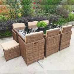Виллы в саду отеля обставлены плетеной стол и стул мебель домашних хозяйств