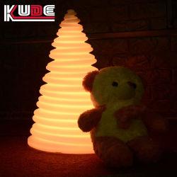 LED 照明をあしらったクリスマスの LED デコウェディング