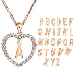 新しいデザイン方法Diamond 26の文字の金及び銀を持つ女性のためのハート形の水晶吊り下げ式のネックレスの宝石類と指名されたカスタムパーソナリティーネックレスはめっきした