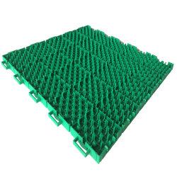 屋外テニスコートの床にはタイル張りのプラスチックテニスコートの表面が敷かれている