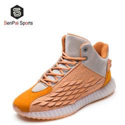 スポーツの靴を揺すっている新しいデザインファブリックFlyknitの人および女性