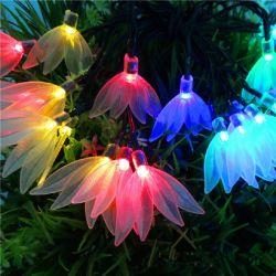 LEDストリングは太陽ランプの装飾的なライトを4つの葉のクローバー党ライトクリスマスの照明6m 30のLEDの庭の防水ランプつける