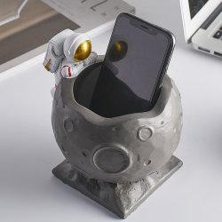 중국 도매 Spaceman Statue Model Resin 데스크탑 펜 홀더