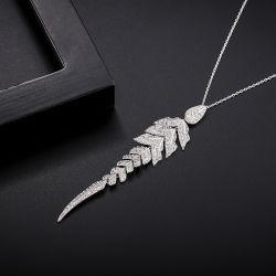 Verziert Form-leuchtendes Raupe-hohles Pferden-hängende Halskette Halloween Engels-Flügel-weißer Fliegen-Flügel-Kristalldiamant-hängende Halskette (15)