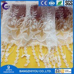 ファッション小物によっては織物のレースの水溶性の網の刺繍の布が家へ帰る