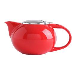 شاي على الطريقة الأمريكية مع الشاي في Red Ceramic وعاء قهوة خزفية غلاية