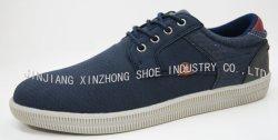 歩く動揺の人の靴を実行する方法ズック靴のスニーカーの偶然靴