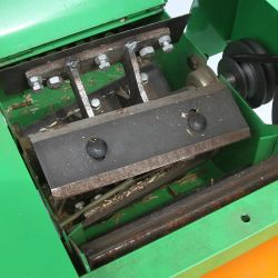 حزام الناقل الجديد آلة معالجة مقشة العشب الصغير بتغذية الحيوانات قاطع القش