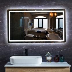 La parete ha illuminato lo specchio decorativo di trucco della stanza da bagno dell'argento dello specchio del sensore LED di tocco dello specchio