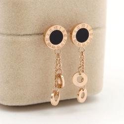 Los clavos de titanio en el oído femenino borlas de Joyería de pendientes de acero
