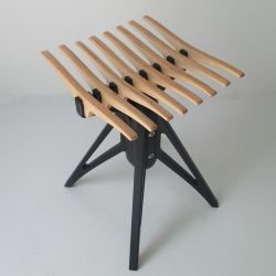 Kleiner und vorzüglicher bequemer Umkleidekabine-Holz-Schemel