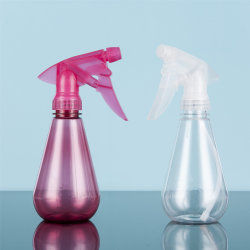 250 مل هدايا ترويجية بالجملة مخصصة أرخص سعر فارغة لمبة ملونة زجاجة الحيوانات الأليفة لرشاش بلاستيكي على شكل أشكال