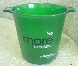 هدية ترويجية كبيرة سعة 4.5 لتر حاويات بلاستيكية مخصصة عالية الجودة سعة الجرافة البلاستيكية ذات الثلج