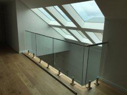 Le verre trempé Balustrade en acier inoxydable de balustrades de clôture de la piscine d'ergot de la main courante de la conception d'un balcon en verre/verre d'Escrime rambarde
