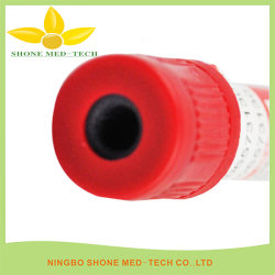 El tubo de extracción de sangre estéril al vacío con tapa roja