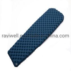 屋外の自己膨脹させた折る自動空気膨脹可能なスリープの状態であるパッドの折り畳み寝台のマットレス